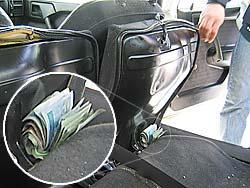 Funkcjonariusze pod jednym z foteli znaleźli skradzione pieniądze - prawie 2000 zł
