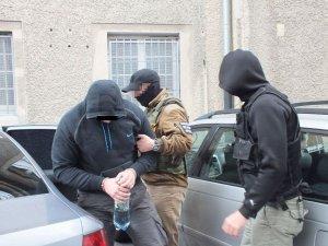 Policjanci rozbili grupę przestępczą zajmującą się kradzieżami samochodów