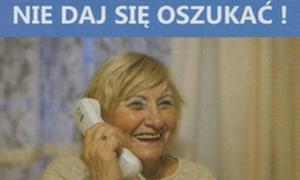 kobieta - seniorka rozmawiająca przez telefon
