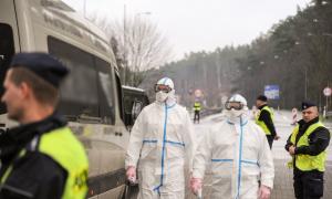 Policja wspiera w utrzymaniu kwarantanny w Polsce