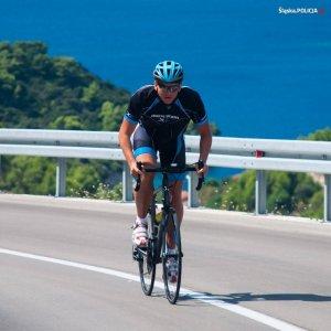"""Bartosz Mazur na rowerze, na trasie Wysokogórskiej Drogi Alpejskiej w Austrii"""">"""