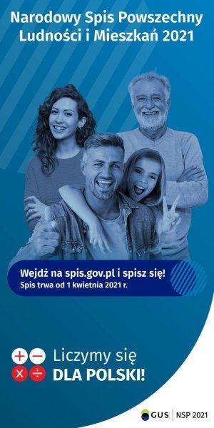 Na plakacie niebiesko-białym rodzina wielopokoleniowa: dwóch mężczyzn w starszym i średnim wieku, młoda kobieta i dziecko. U góry biały napis: Narodowy Spis Powszechny Ludności i Mieszkań 2021. Pod rodziną biały napis: wejdź na spis.gov.pl i spisz się! Spis trwa od 1 kwietnia 2021r. Pod spodem Liczymy się dla Polski. W prawym dolnym rogu logo Narodowego Spisu Ludności 2021
